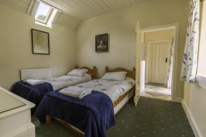 Carna cottage  twin bedroom
