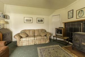 Carna cottage  living room